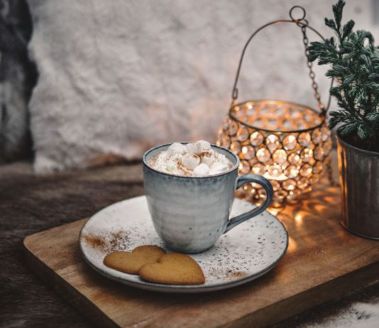A cup of Hot Chocolate with cream and mini marshmallows | Varm choklad