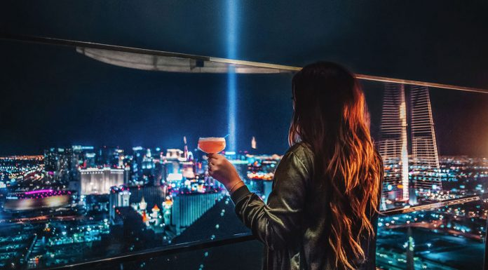 Guide to Best Restaurants & Bars in Las Vegas: 8 Affortable Places to Eat & Drink
