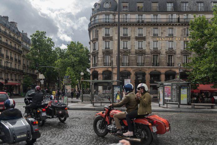 Exploring Paris with Retro Tour Sidecars