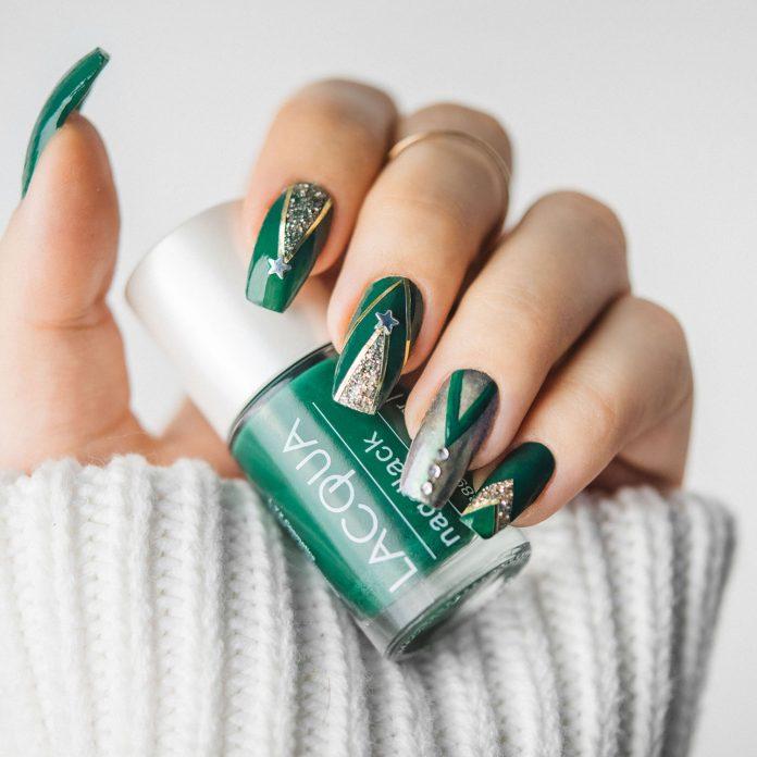 Green & Gold Christmas Nail Art Design