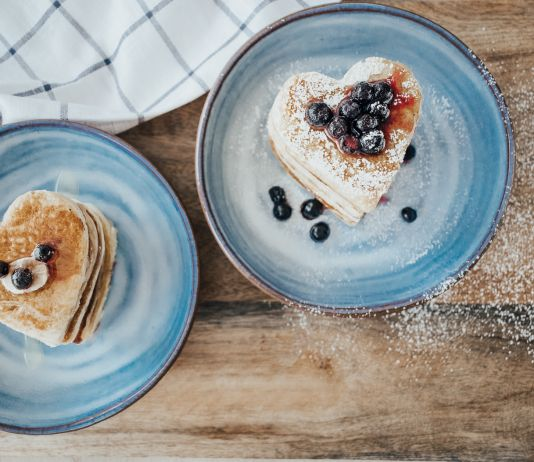 RECIPE: Fluffy Vegan Pancakes with Applesauce (Gluten-Free)