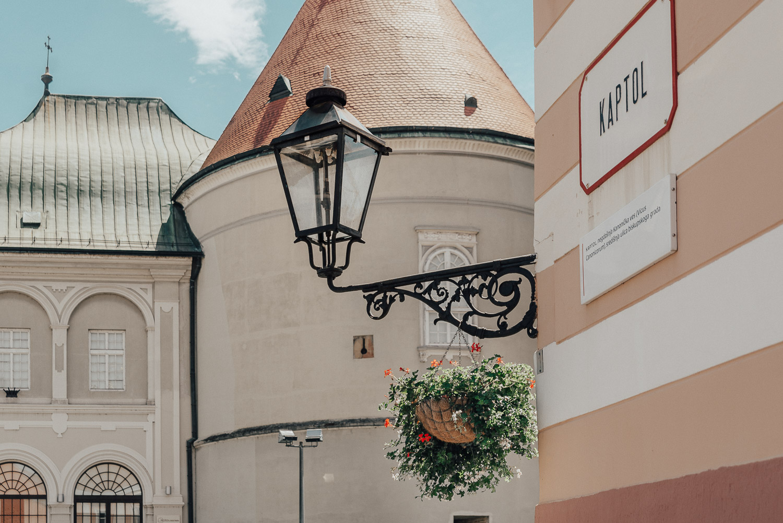 Detaljbild på gatulampa på gatan Kaptol i Zagreb, Kroatien