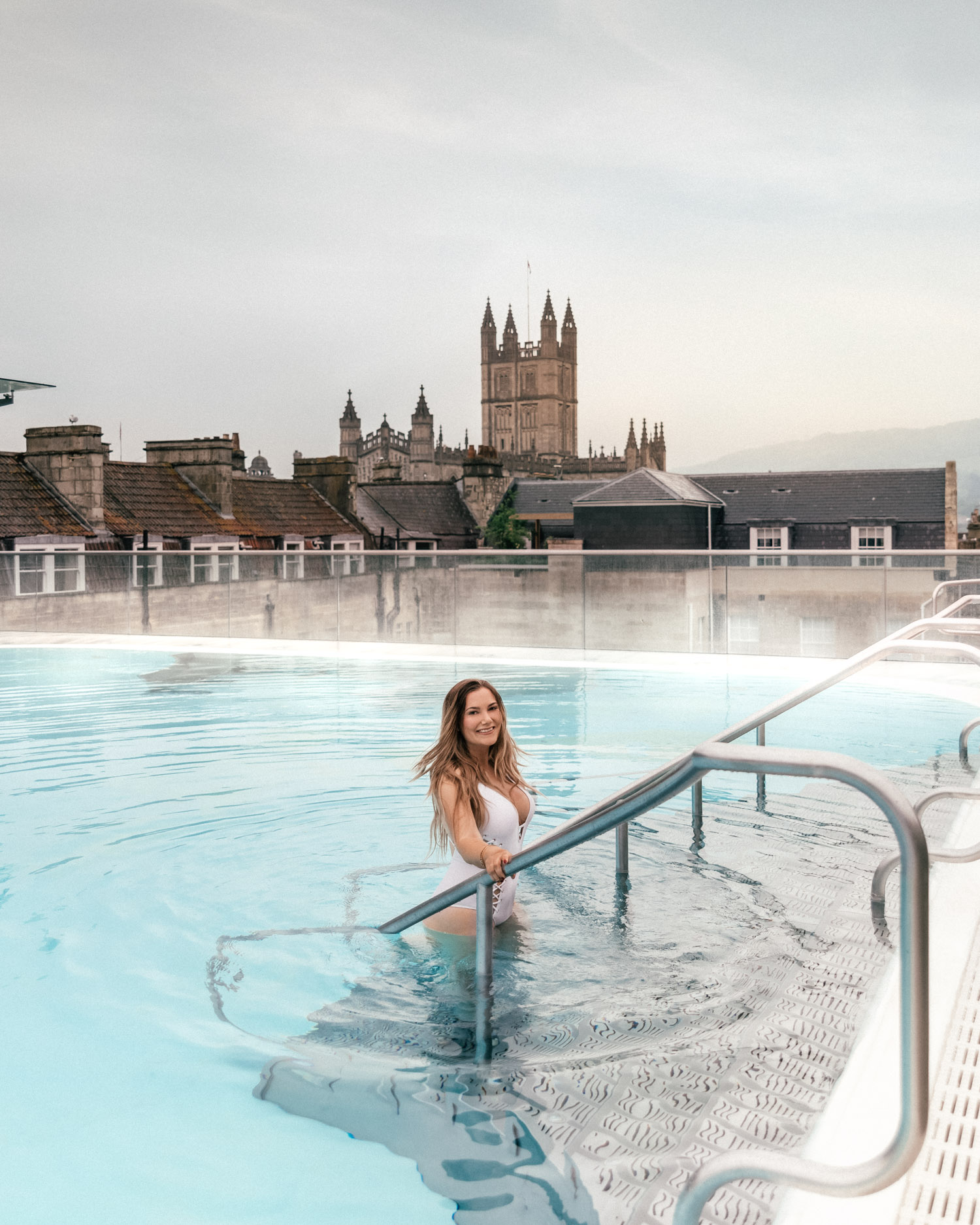 Woman bathing in rooftop-pool at Thermae Bath Spa