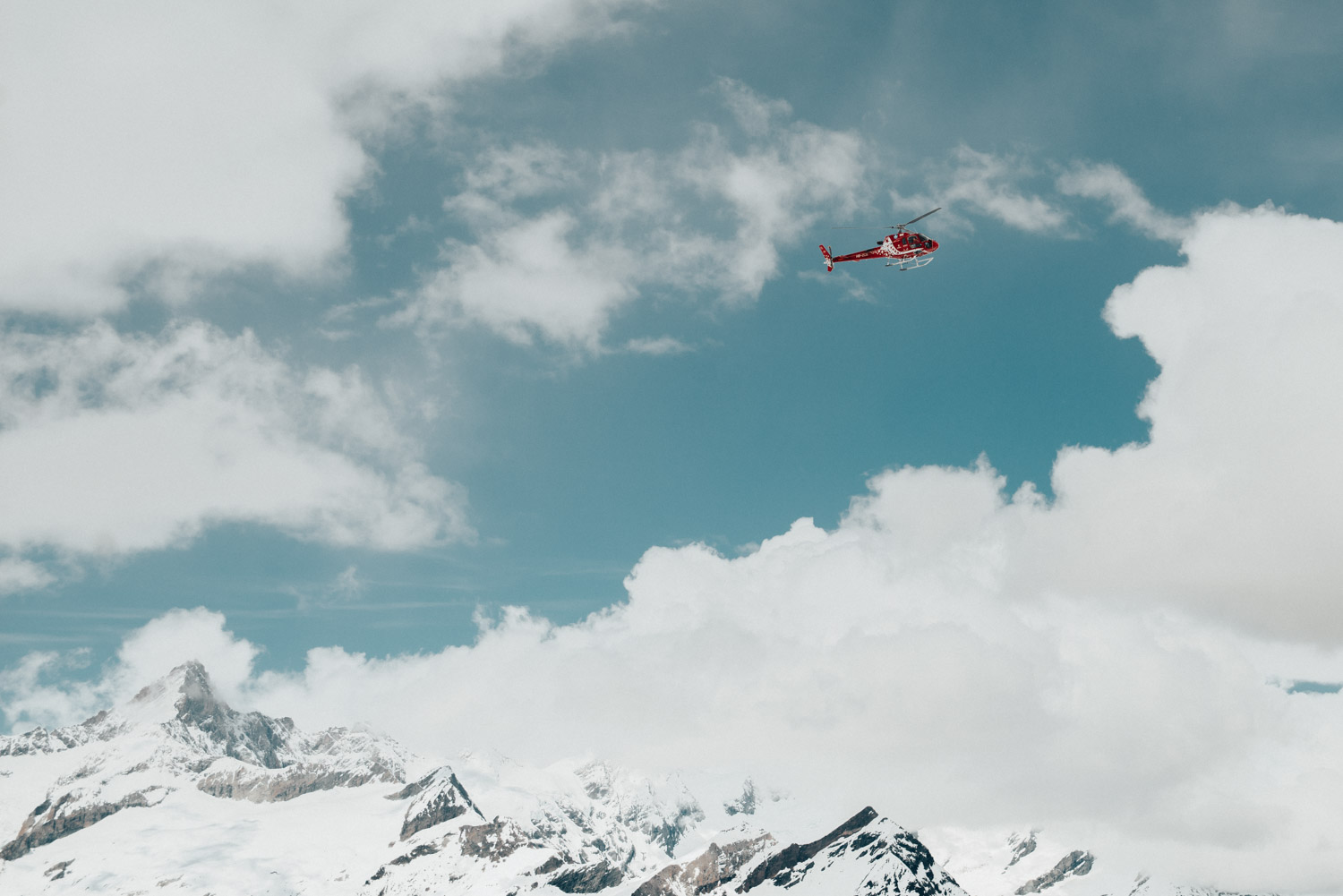 Helicopter tour over Zermatt | Air Zermatt