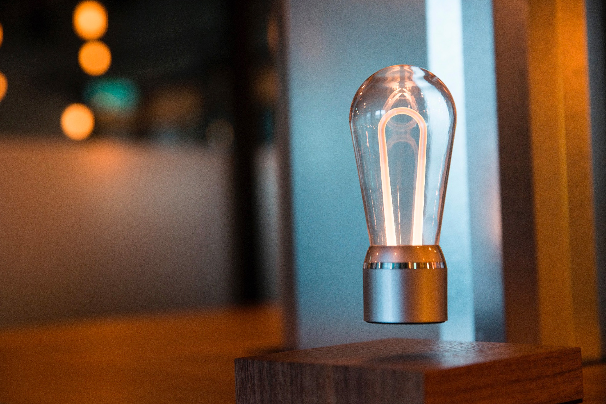 Flyte Nikola - levitating light bulb
