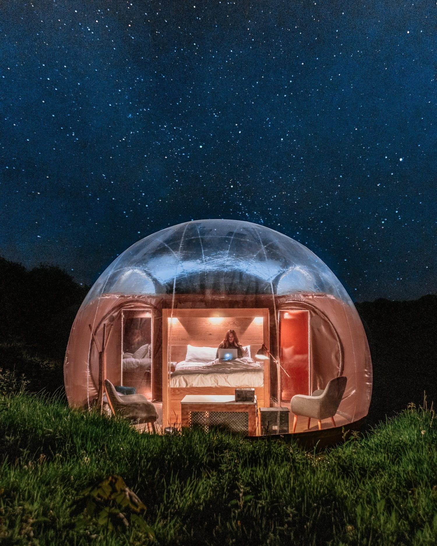 Stjärnskådning i bubbelhotell på Finn Lough Resort, Nordirland