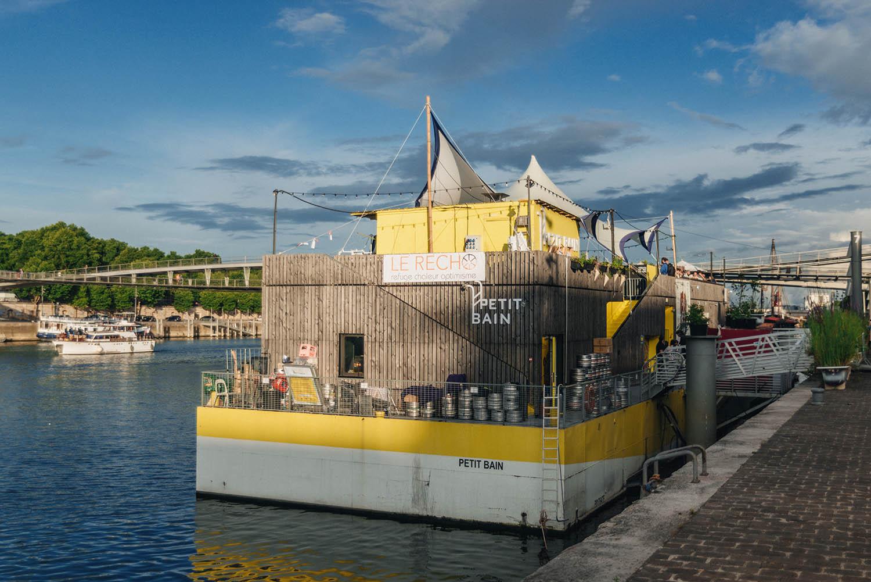 Annorlunda saker att göra i Paris: Ät middag i det flytande kulturhuset Petit Bain