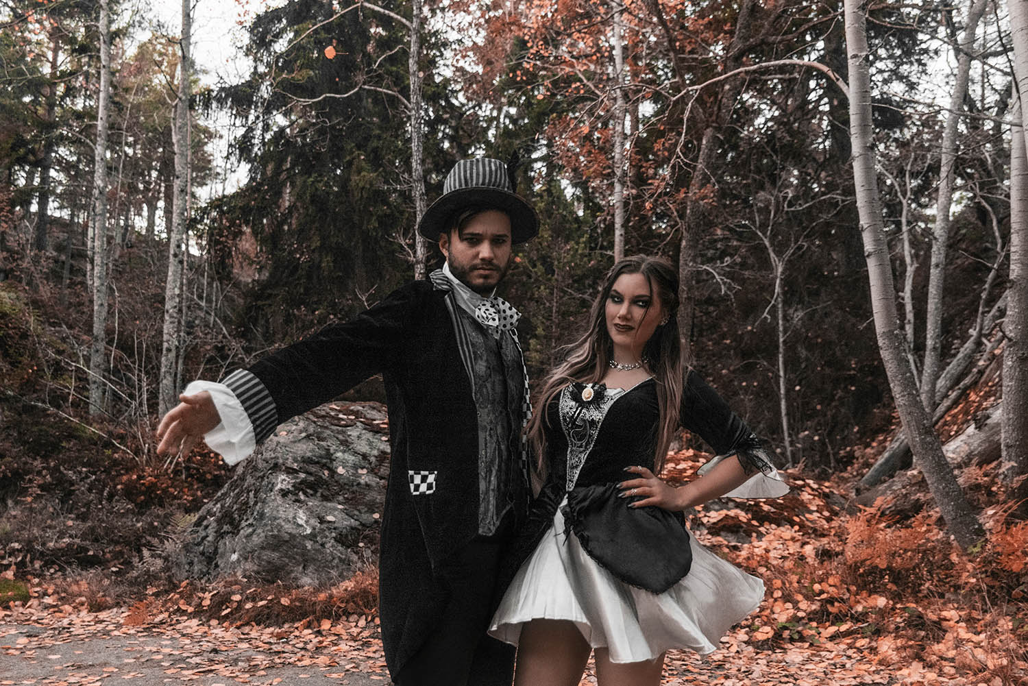 Gothic Vampire Couple Costumes