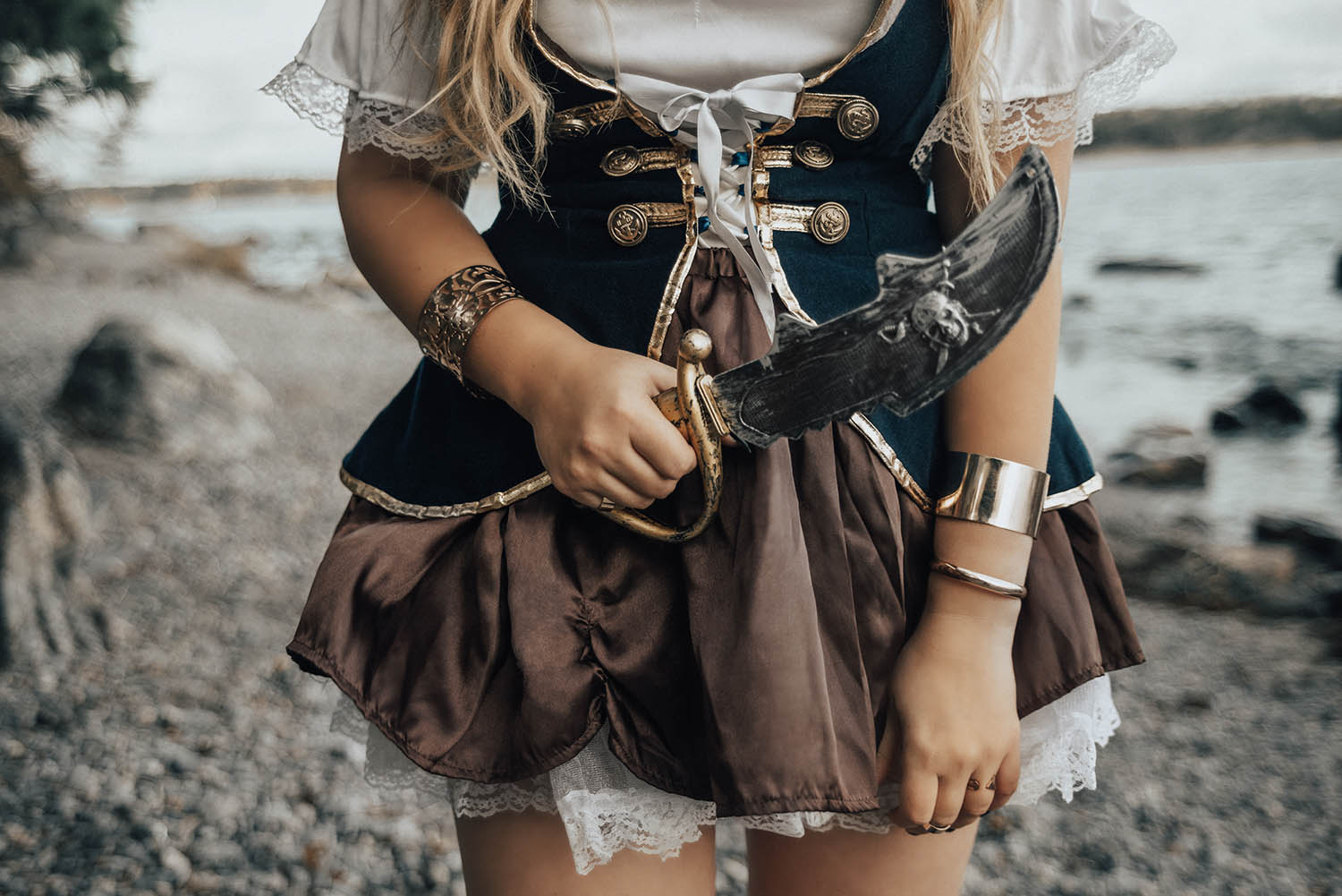 Halloween - Details of Wench Pirate Costume & Pirate Knife