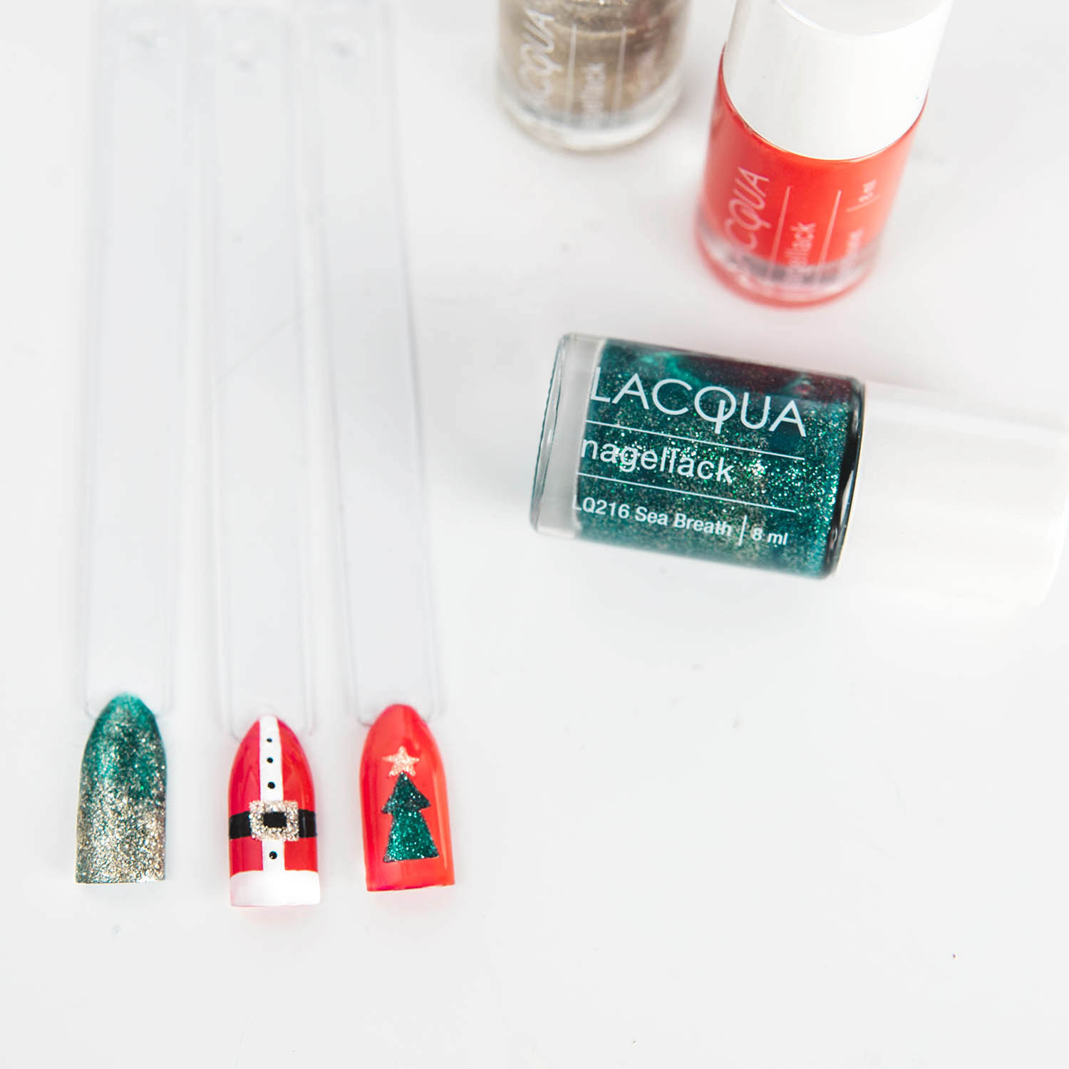 Classic Christmas Nail Art Idea