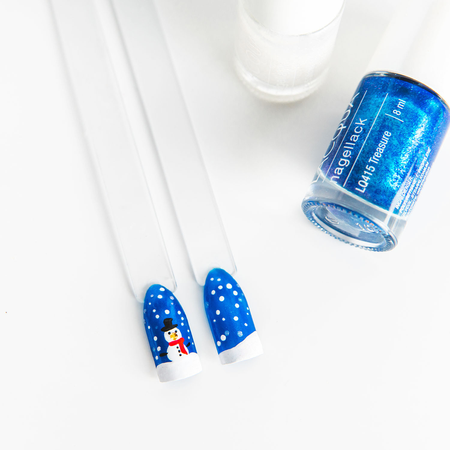 Easy Frosty Snowman Nail Art For Christmas