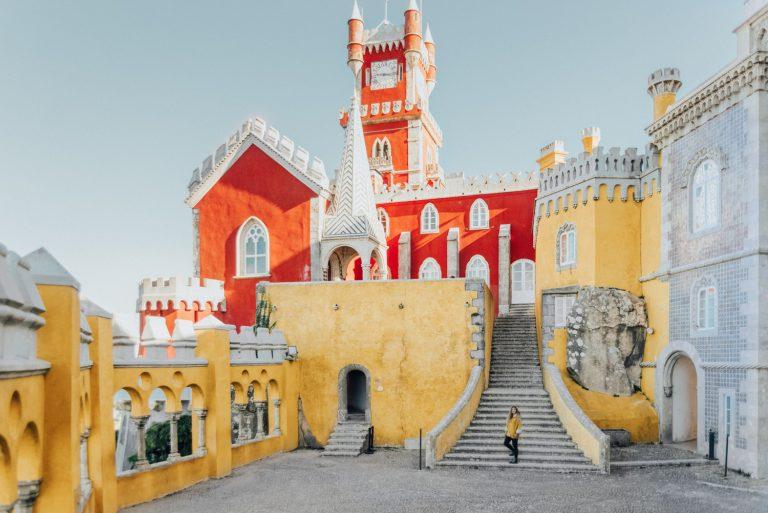 Sintra, Portugal: <em></noscript>A Fairytale Town of Palaces & Castles</em>
