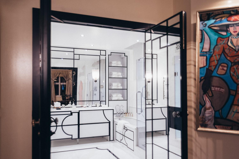 Luxury Bathroom, The Milestone Hotel and Residences