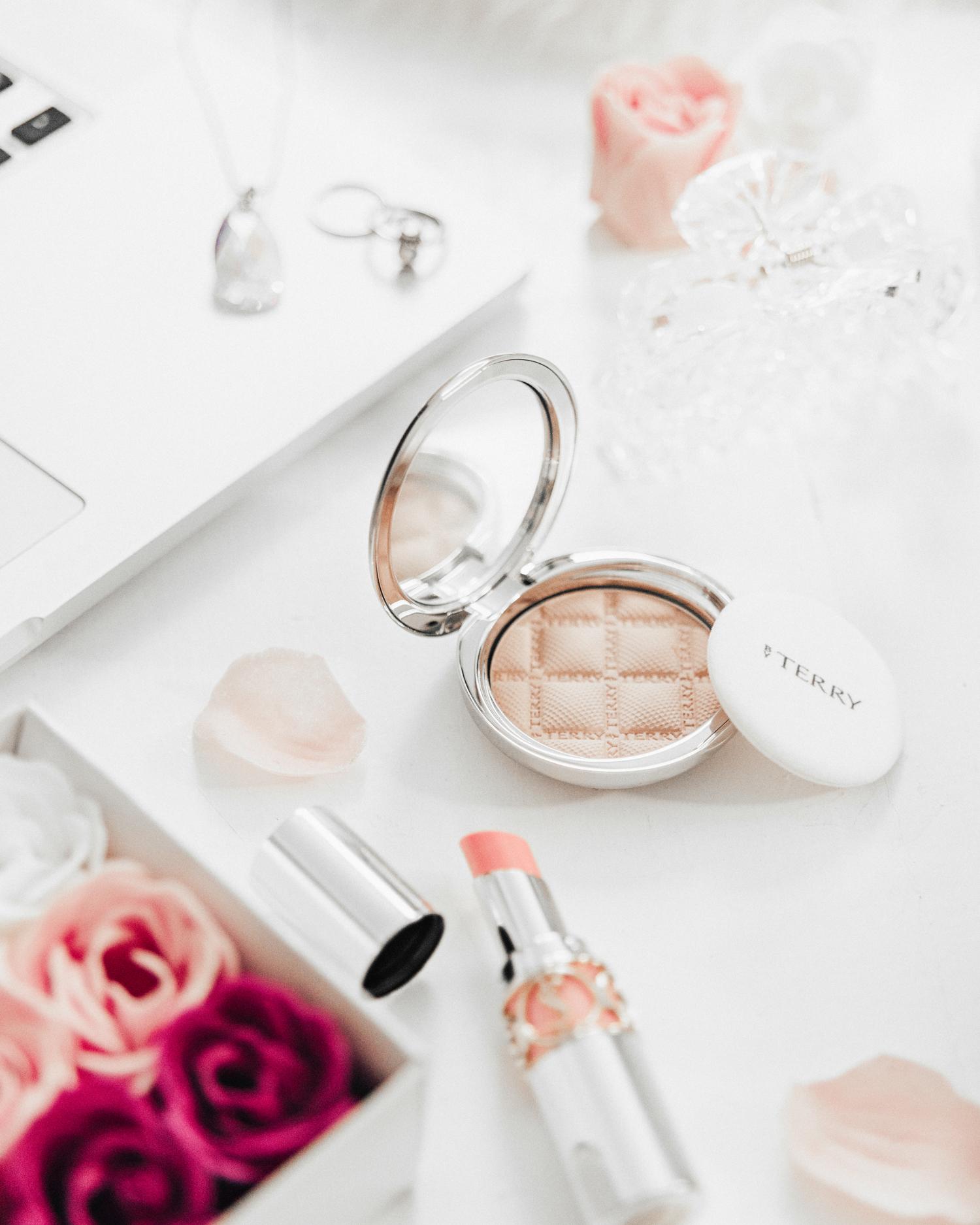 Flatlay: Elegant Beauty Products